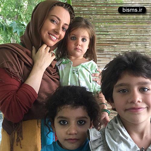 عکس نفیسه روشن در میان دختران زیبای افغان
