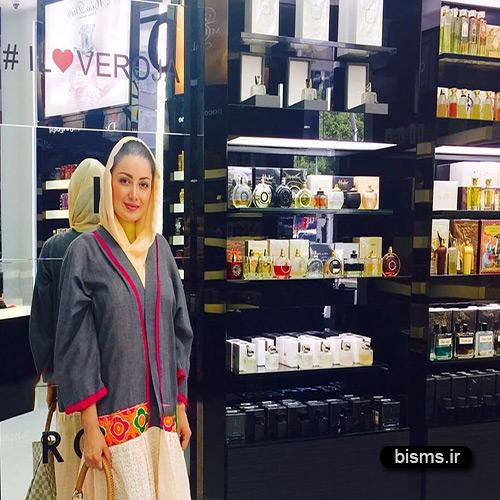 عکس شیلا خداداد در فروشگاه ورساجه